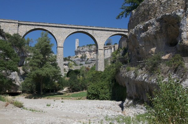 Minerve bridge and fortress gate