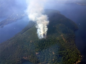 Dog Mountain fire, at Sproat Lake, Vancouver Island, early July, 2015. Photo © B.C. Forests, Lands & Natural Resources 2015