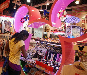 Back-to-school shopping Photo © USAG - Humphreys